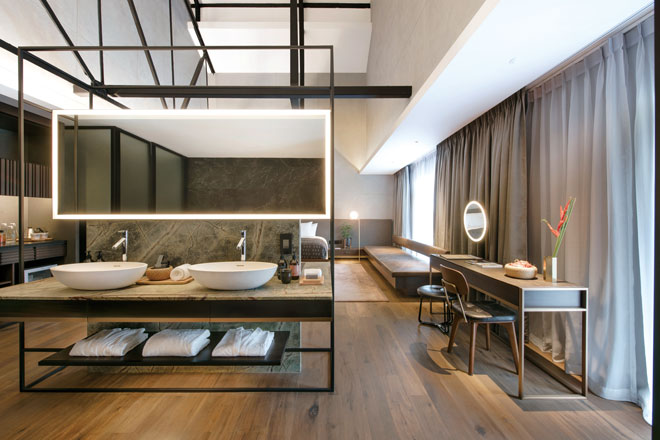 web325_The-Warehouse-Hotel_River-View-Suite-Bathroom_High-Res